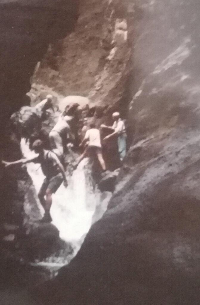 Masca Schlucht mit viel Wasser. Victor und Gregorio hilft die Wanderer. Gregorios wanderfamily Teneriffa.