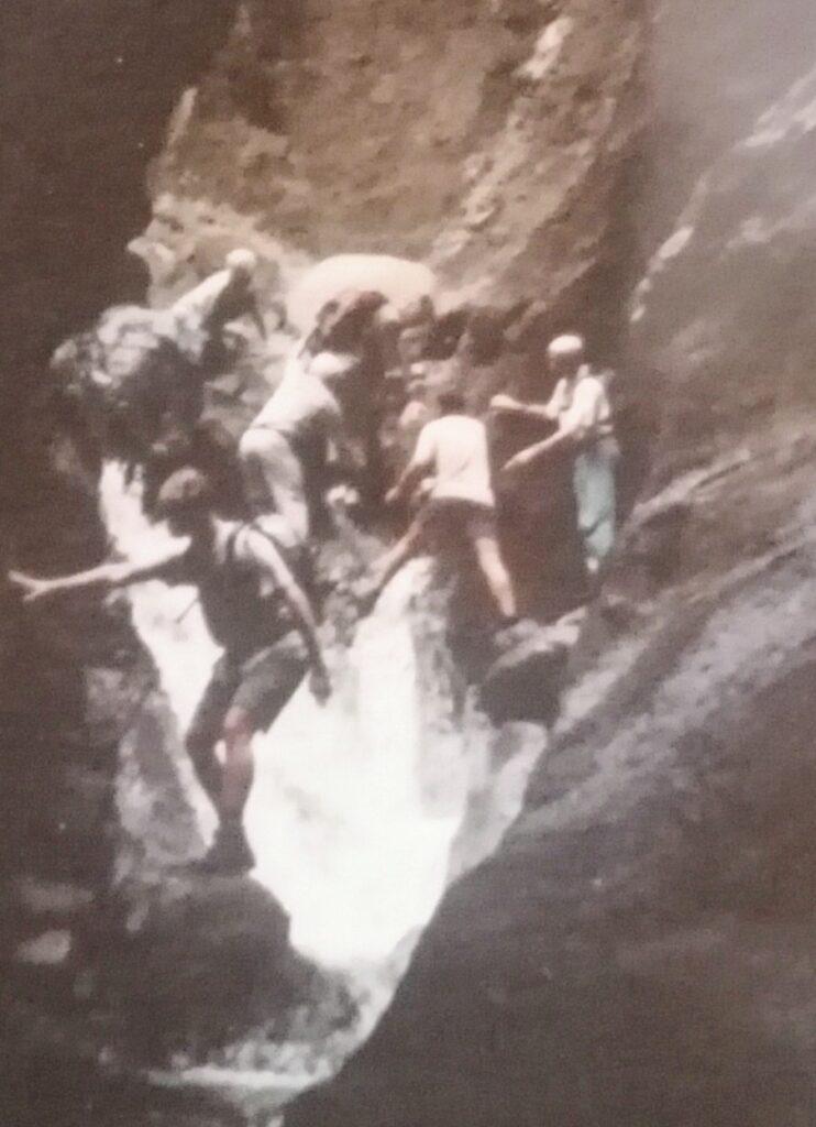 Barranco de Masca, senderismo, descenso, wandern. Gregorios trekking Tenerife. Mucha agua , Gregorio y Víctor. Años 90'S